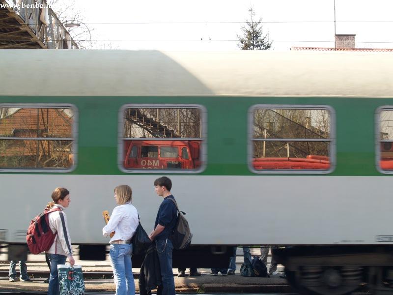M40 201 és a Hasek Rákospalota-Újpest állomáson fotó