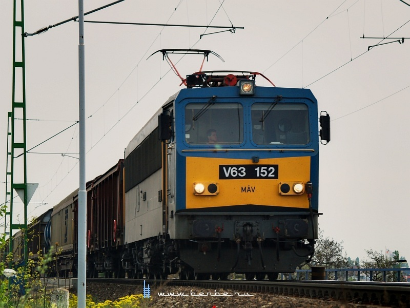 V63 152 tehervonattal a Déli vasúti hídnál fotó