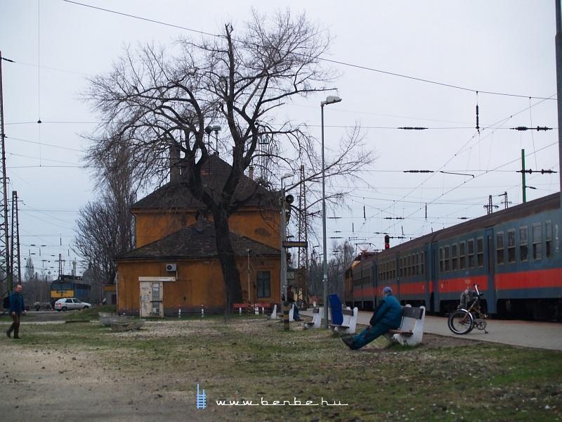 Ingavonat Rákosrendezõn fotó