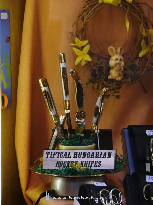 Tipikus magyar bugylibicskák (a  knives  szóban a részleges hasonulásról ne beszéljünk) fotó