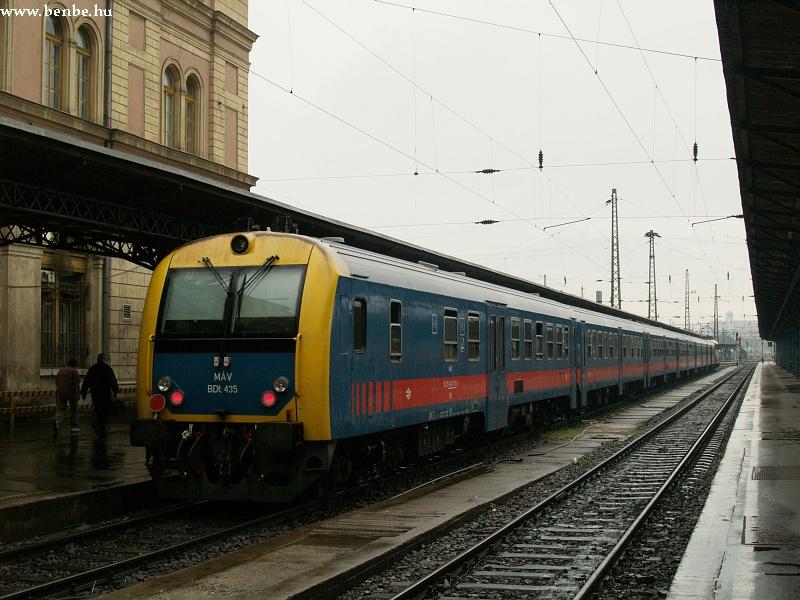 BDt 435 a Keleti pályaudvar egyik elõvárosi vágányán fotó