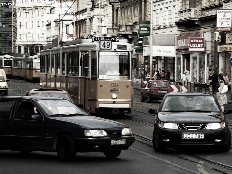 Autók veszélyeztetik a közlekedést fotó