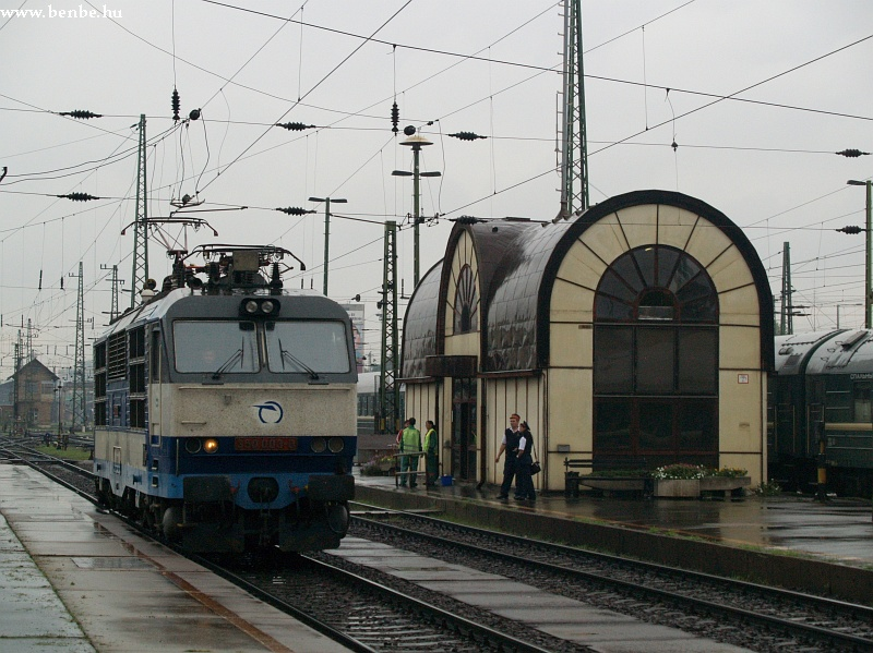 350 003-0 a Keleti pályaudvaron fotó