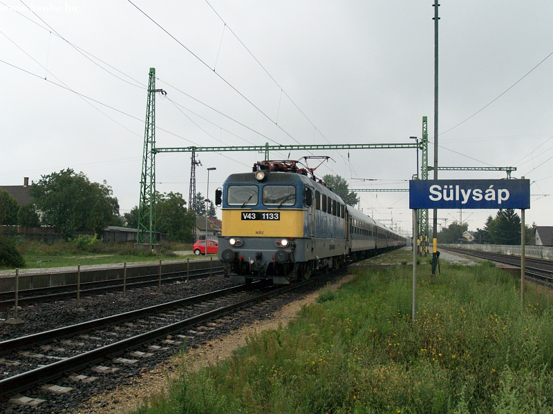 V43 1133 Sülysáp állomáson fotó