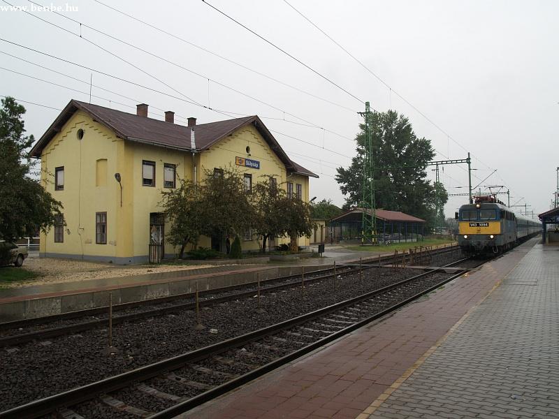 V43 1094 viharzik át Sülysáp állomáson fotó