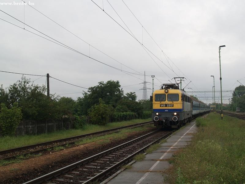 V43 2317 Maglód állomáson fotó