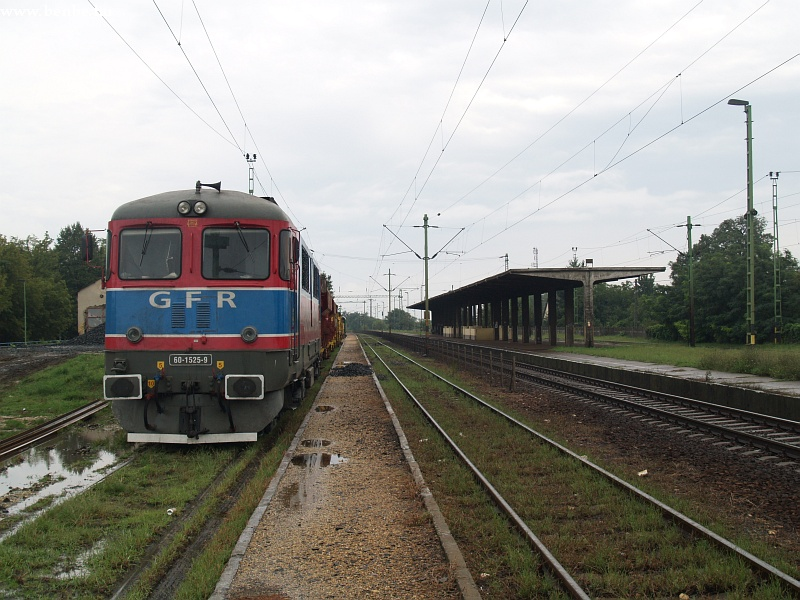 The GFR 60 1525-9 private diesel locomotive at Maglód station photo