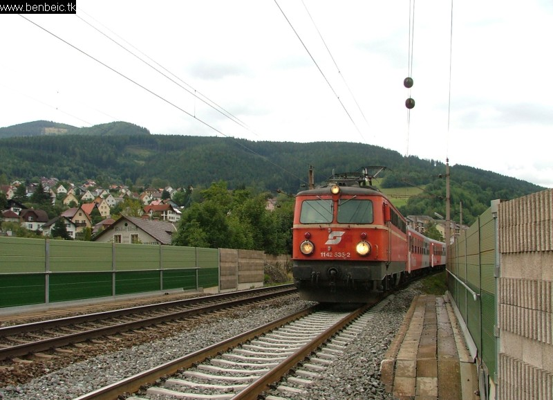 The 1142 535-2 at Mürzzushclag station photo