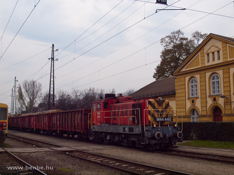 The M44 440 as the shunter at Vác photo