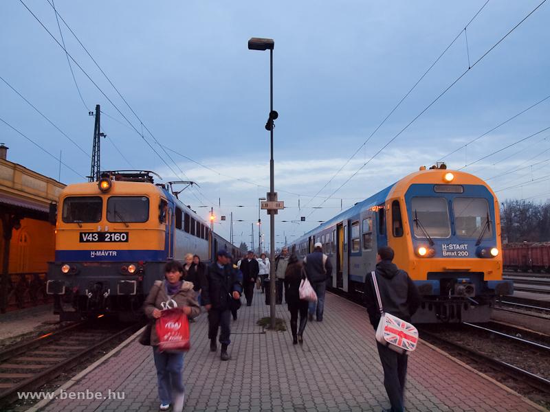 V43 2160 és Bmxt 200 Vácott fotó