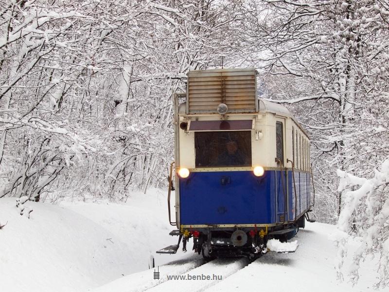 A Gyermekvasút ABamot 2 nosztalgia-motorkocsija Vadaspark és Szépjuhászné között fotó