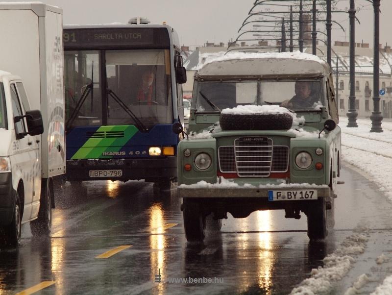 Land Rover a Margit-hídon fotó