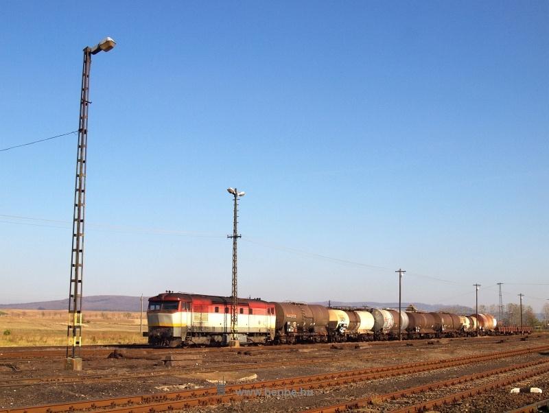 A ZSSK Cargo 751 206-4 tehervonattal Bánréve állomáson fotó