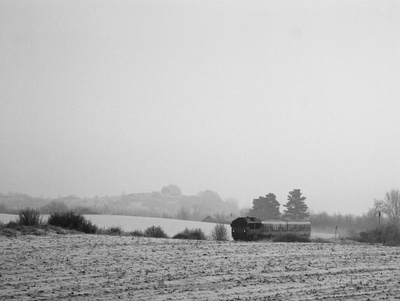 M41 2185 vágtat Balatonfőkajár felső és Csajág között fotó