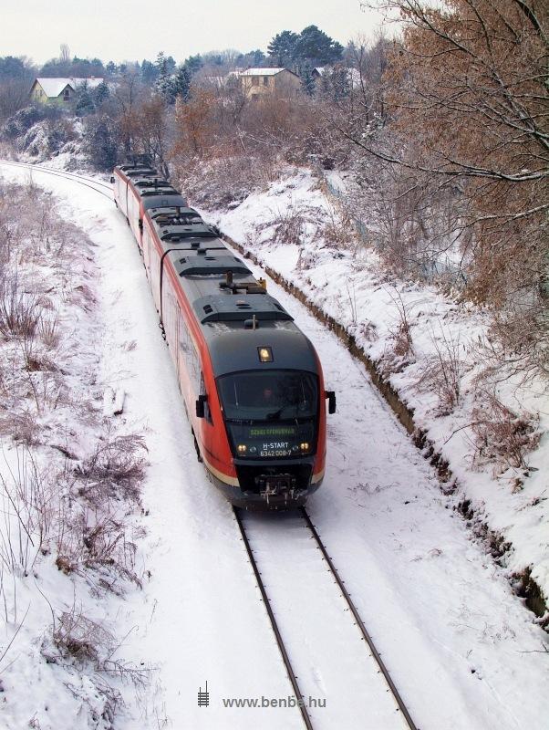 A 6342 008-7 pályaszámú Desiro Balatonkenese-Üdülőtelep és Balatonakarattya között fotó