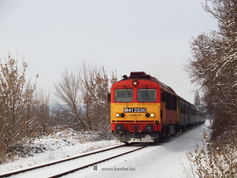 M41 2330 Balatonkenese-Üdülőtelep és Balatonakarattya között fotó