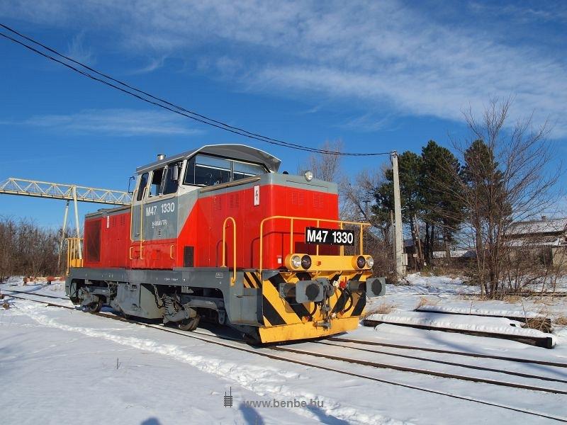 The M47 1330 at Dudarbánya station photo