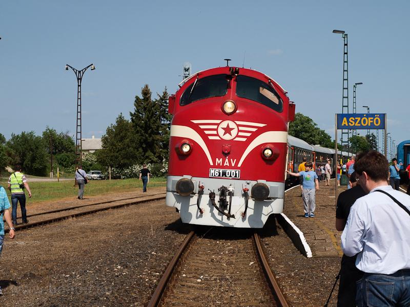 Az M61 001 a Balaton Retró Expresszel Aszófő állomáson fotó