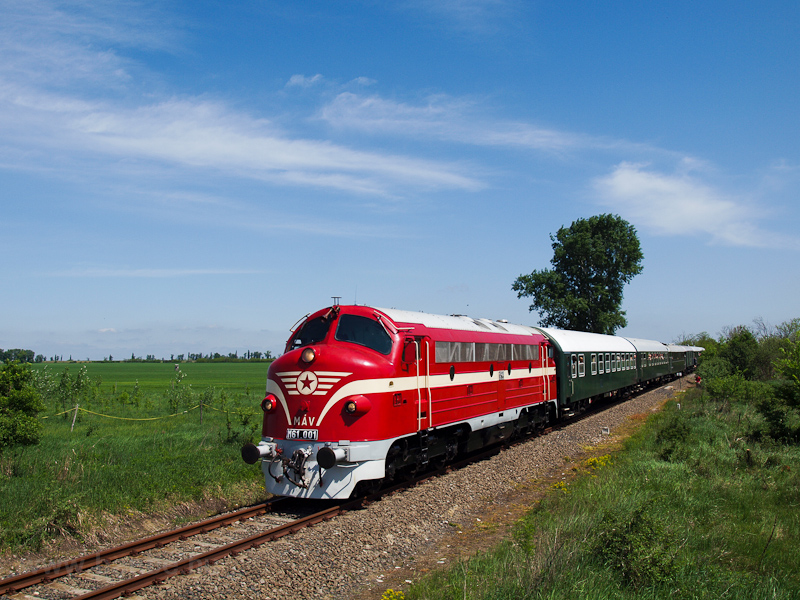 The M61 001 is hauling a historic train on the rarely used Börgönd-Szabadbattyán railway photo