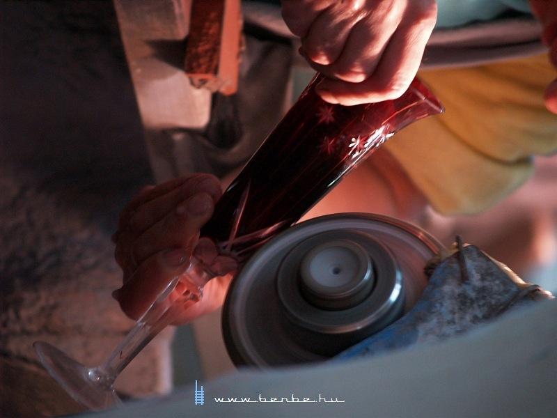 Munka az Ajkakristály ajkai üveggyárában fotó