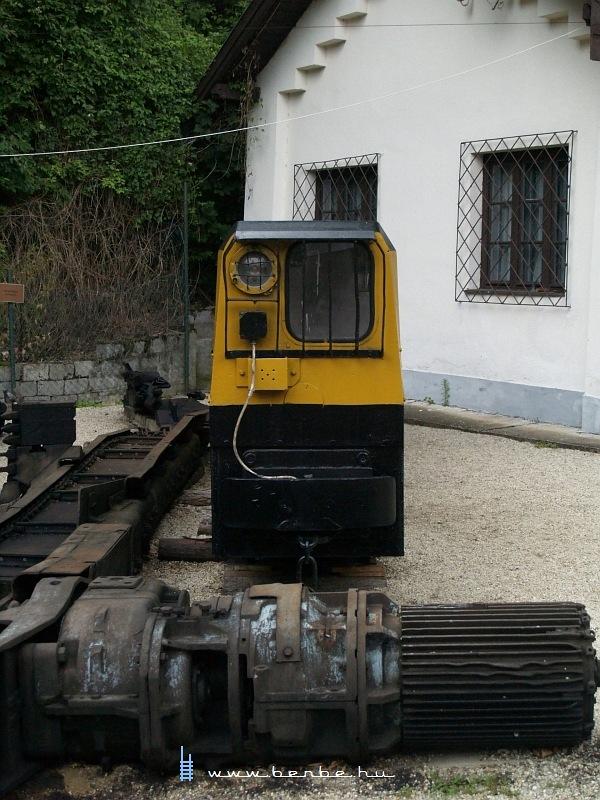 Modern mozdony a csingervölgyi bányászati múzeumban fotó