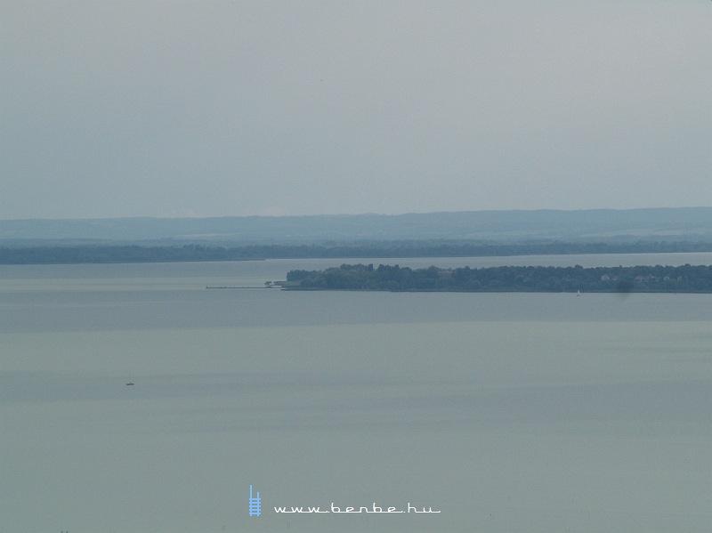 A Balaton látképe Szigliget várából fotó