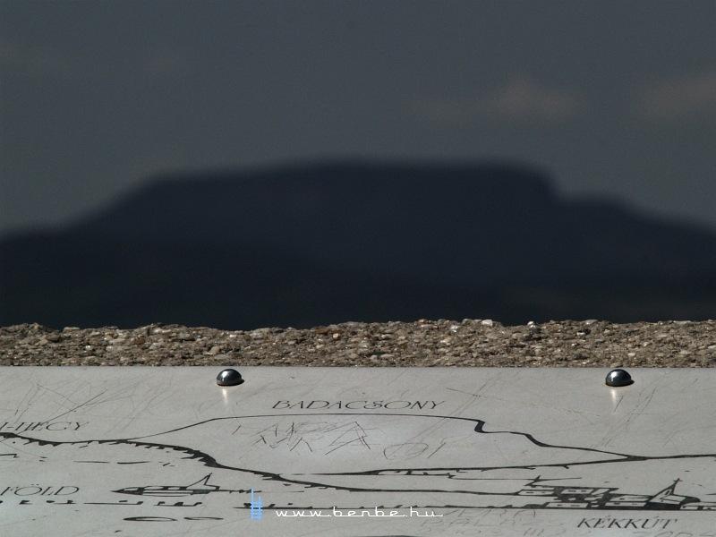 A Badacsony a Hegyestûrõl nézve fotó