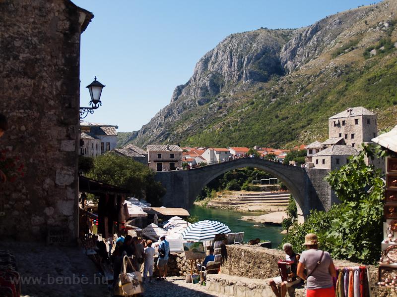 Mostar - az Öreg híd a Nere fotó