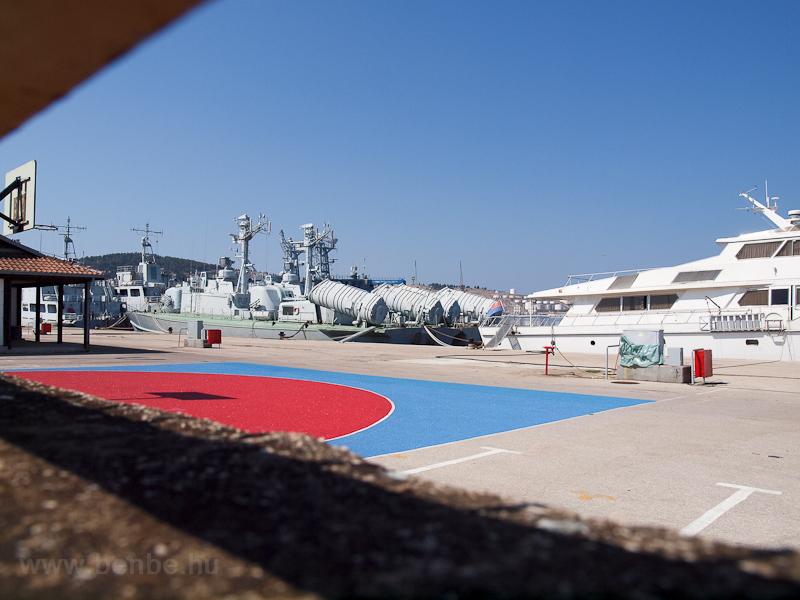 Montenegrói hadihajók Barban fotó