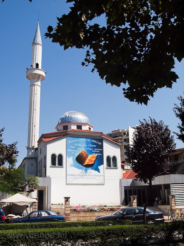 Mecset Tiranában fotó
