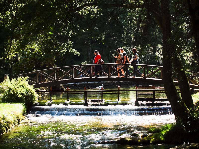 A Boszna folyó forrása, a Vrelo Bosne Park Szarajevo mellett fotó