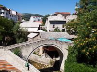 Mostar - Kriva Æuprija, a legöregebb híd Mostarban, amely a Radobolje folyón ível át
