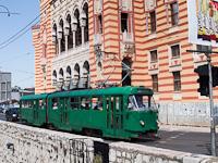 Szarajevo - csuklós Tatra K2 villamos a Nemzeti Könyvtárnál