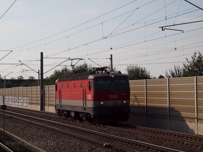 The ÖBB 1144 093 seen at Es photo