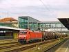 A DB AG 152 169-9 Regensburg Hauptbahnhofon halad át tartályvonatával
