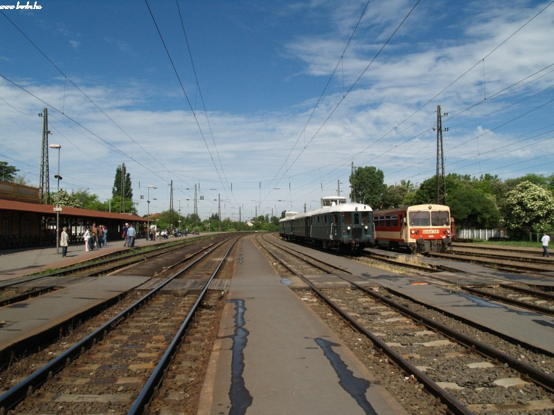 The historic BC mot DMU and Bzmot 341 at Vác photo