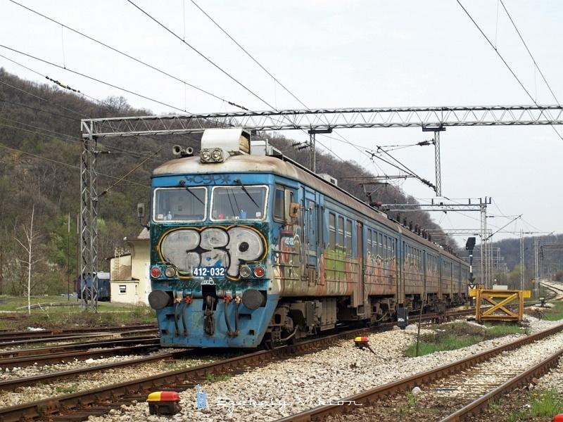 412-032 Prijepolje Teretnáról érkezõ személyvonattal Topcidernél fotó