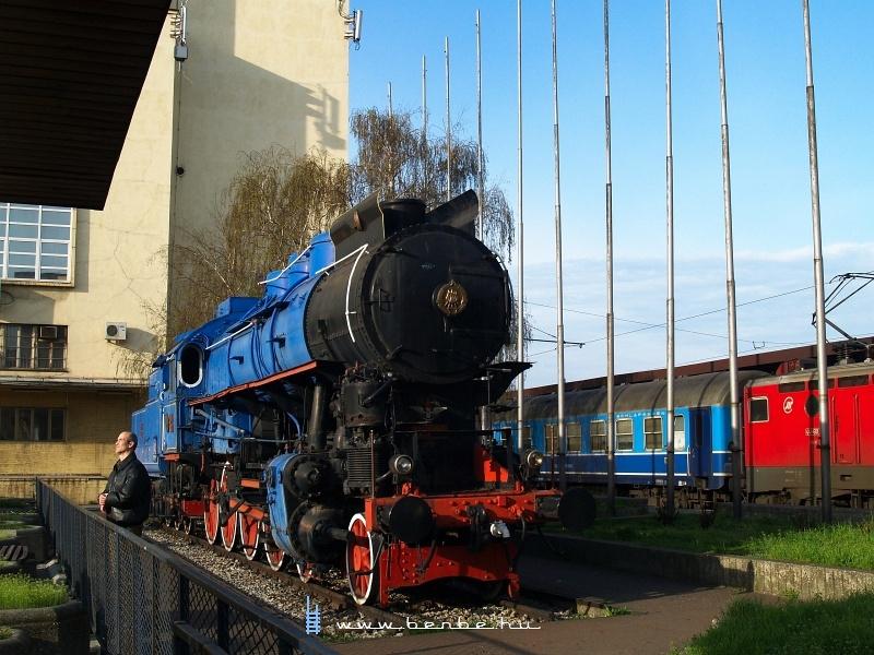 Tito kék vonatának 424 sorozatú gõzmozdonya Belgrádban a fõpályaudvaron fotó