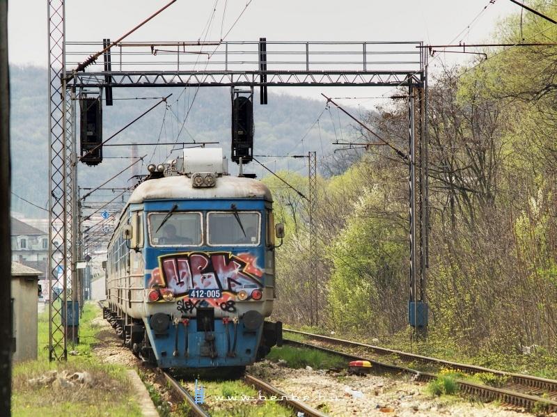 412-005 Prijepolje Teretnáról érkezõ személyvonattal Topcidernél fotó