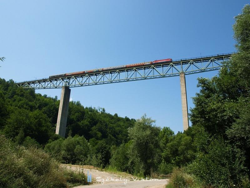 ZCG 461-es villanymozdony a Tara gyorsvonattal Slijepac Mostnál fotó