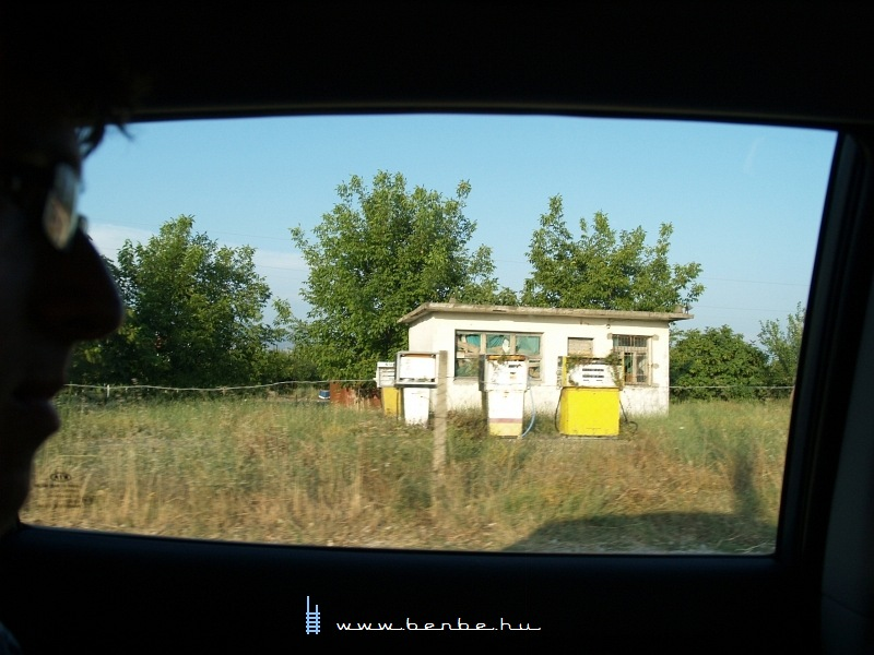 Albán benzinkút fotó