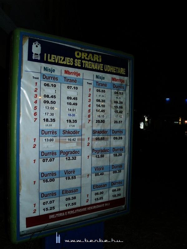 A hivatalos albán vasúti menetrend fotó
