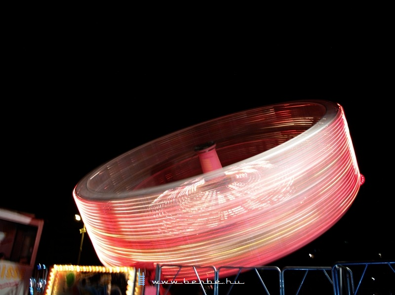 Repülés a dürresi éjszakában fotó