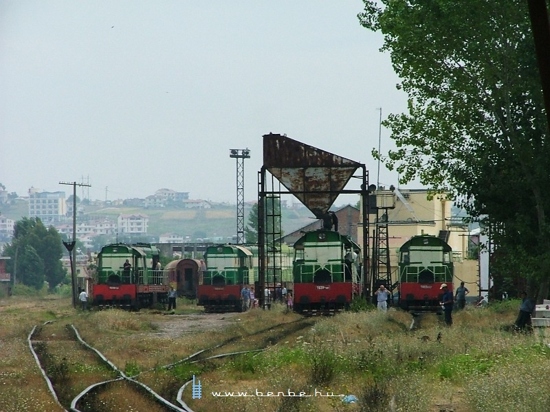 T669 1057, T669 1041, T669 1039 és T669 1061 a shkozeti fûtõházban fotó