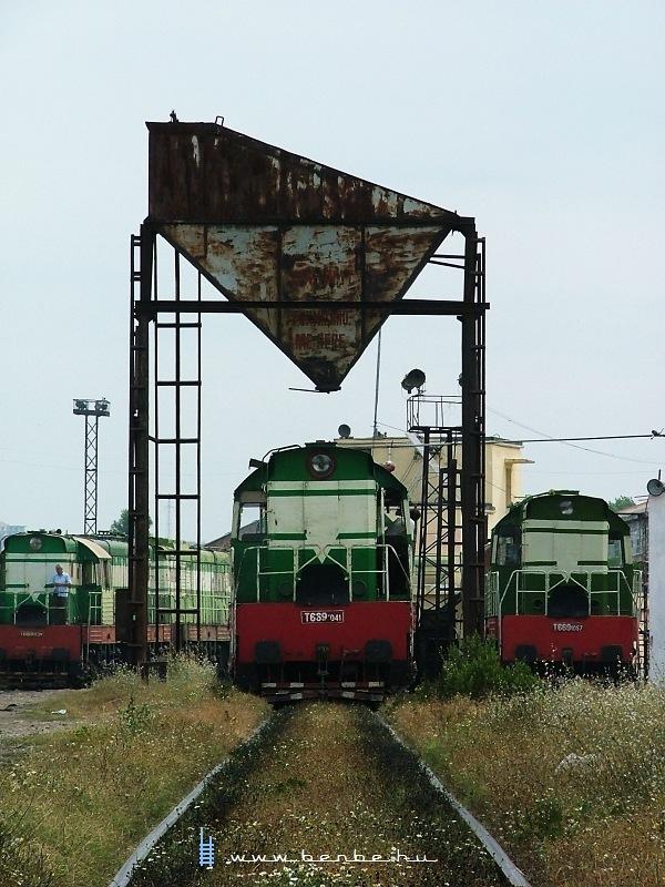 T669 1057, T669 1041, T669 1039  a shkozeti fûtõházban fotó