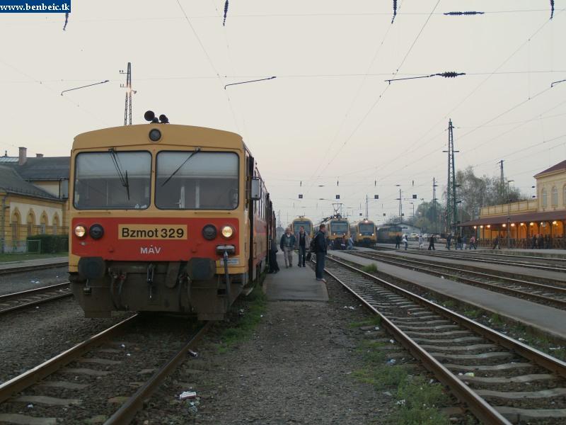 Bzmot 329 Hernyókkal és Szilivel Vácott fotó