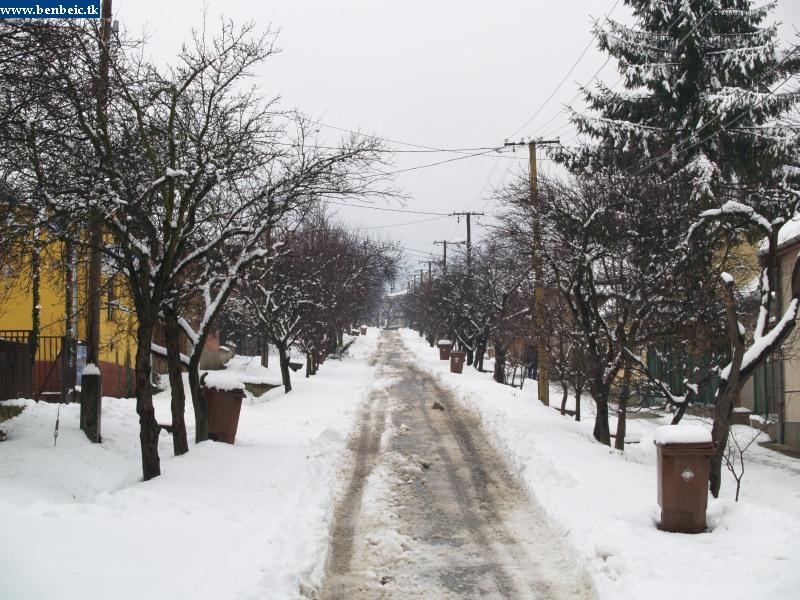 Szûk utca Diósjenõn fotó