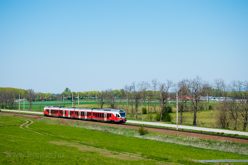 The MÁV-START 415 040 seen  picture