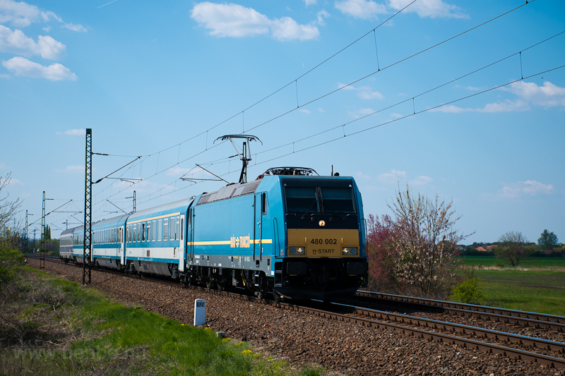 The MÁV-START 480 002 seen  photo