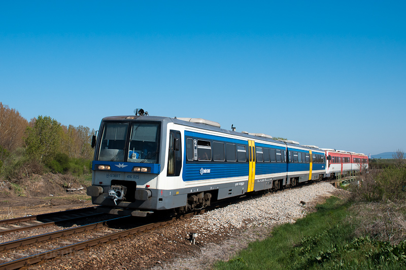 The MÁV-START 416 025 seen  photo